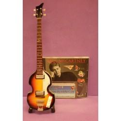 Bajo Paul McCartney (Negro) - Tributo al miembro de los Beatles.